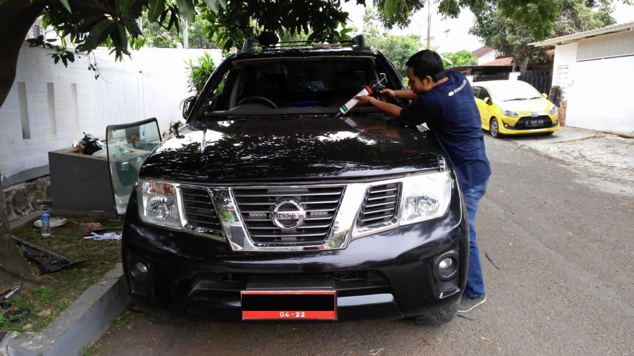 Pemasangan Kaca Mobil Depan Nissan Xtrail