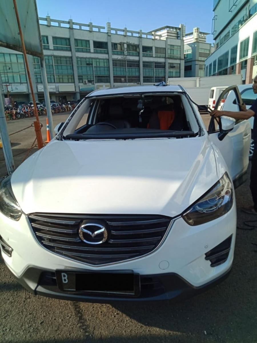 Pemasangan Kaca Mobil Mazda CX-5