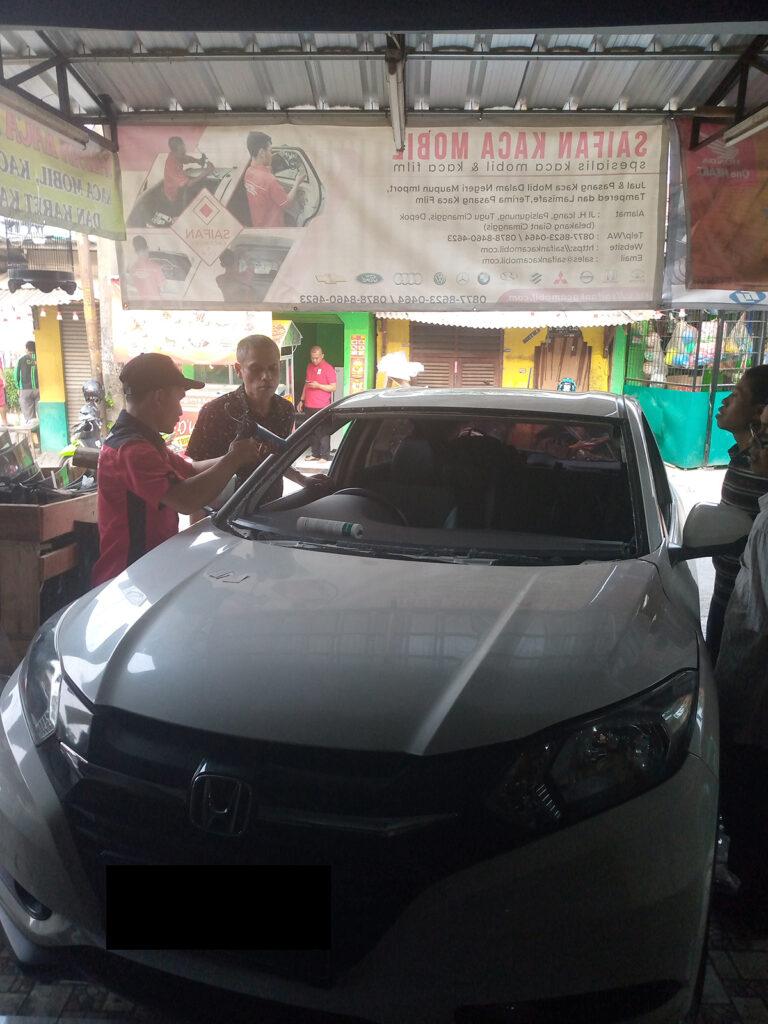 Kaca mobil depan Honda HRV